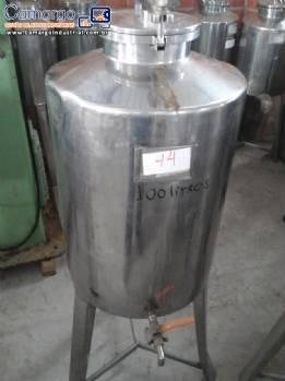 Tanque em aço inox com capacidade de 100 L